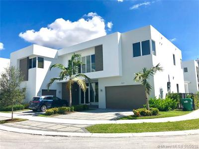 Miami Single Family Home For Sale: 7439 NW 103rd Ct