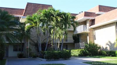 Palm Beach Gardens Condo For Sale: 5500 N Tamberlane #303