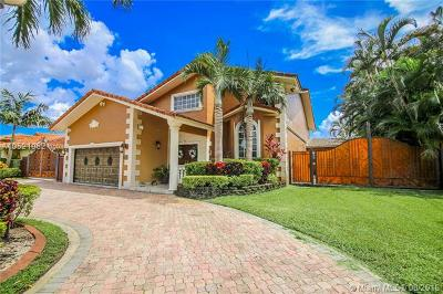 Hialeah Gardens Single Family Home For Sale: 10298 NW 130th St