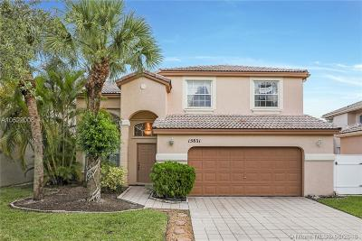 Pembroke Pines Single Family Home For Sale: 15831 NW 11th St