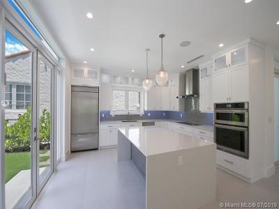 Coral Gables Single Family Home For Sale: 2614 Alhambra Cir