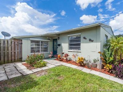 Broward County Single Family Home For Sale: 2718 Sherman St