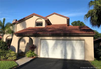 Hialeah Single Family Home For Sale: 17353 NW 62nd Ct