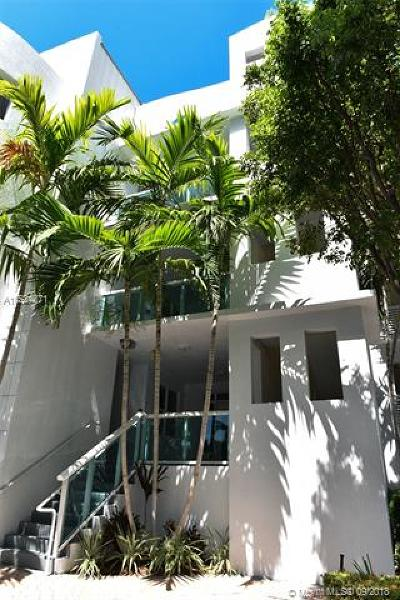 Miami-Dade County Condo For Sale: 7914 Harbor Island Dr #104