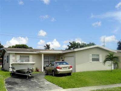 Broward County Single Family Home For Sale: 6321 Scott St