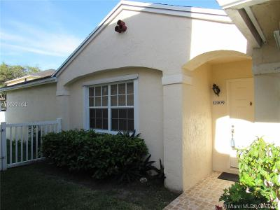 Pembroke Pines Single Family Home For Sale: 11909 NW 12th St