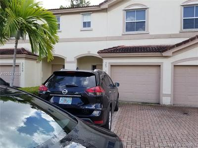 Coral Springs Condo For Sale: 2561 Riverside Dr #2561