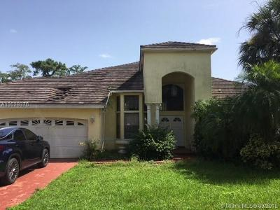 Coral Springs Single Family Home Active With Contract: 5182 Chardonnay Dr