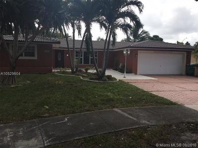 Miami Lakes Single Family Home For Sale: 13976 Lake Lure Ct