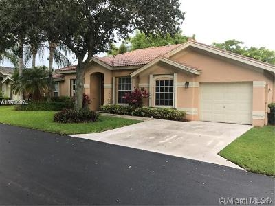 Pompano Beach Single Family Home For Sale: 3605 Sahara Springs Blvd