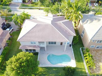 Sunset Lakes, Sunset Lakes Estates, Sunset Lakes One 164-34 B, Sunset Lakes Parcel D At, Sunset Lakes Plat One, Sunset Lakes Plat Three, Sunset Lakes Plat Three 1, Sunset Lakes Three, Sunset Lakes Two 166-24 B Single Family Home For Sale: 18960 SW 39th Ct