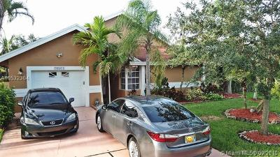 Pembroke Pines Single Family Home For Sale: 20511 NW 8th St