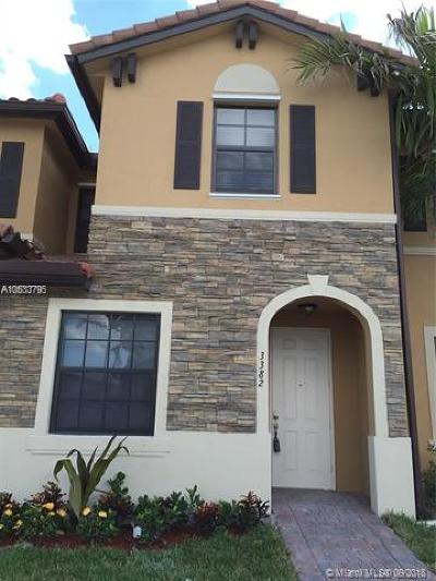 Hialeah Gardens Condo For Sale: 3382 W 92nd Pl #1