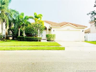 Pembroke Pines Single Family Home For Sale: 14286 NW 19th St