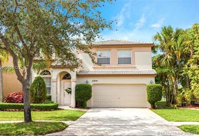 Pembroke Pines Single Family Home For Sale: 15876 NW 10th St