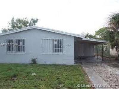 Riviera Beach Single Family Home For Sale: 1573 W 34th St