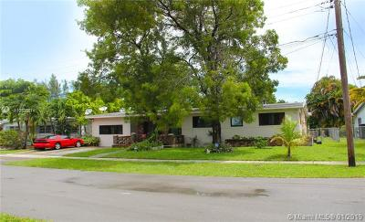 North Miami Single Family Home For Sale: 12145 NE 3rd Ct
