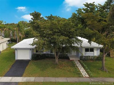 North Miami Single Family Home For Sale: 20515 Highland Lakes Blvd
