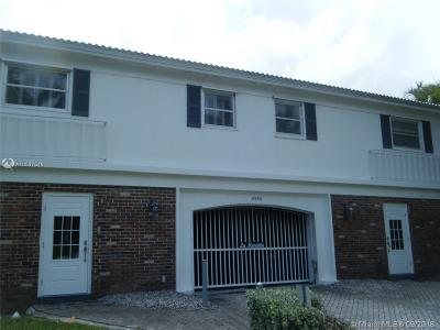 Fort Lauderdale Condo For Sale: 2430 SE 17th St #B