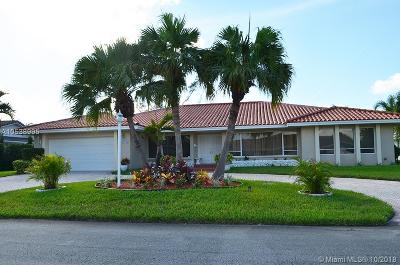 Hialeah Single Family Home For Sale: 19540 W Saint Andrews Dr