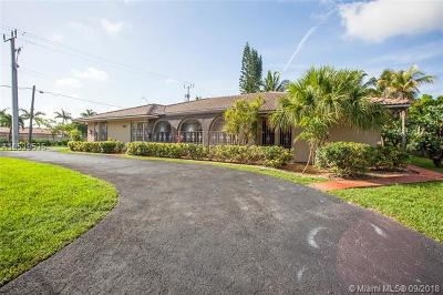Hialeah Single Family Home For Sale: 6710 N Augusta Dr