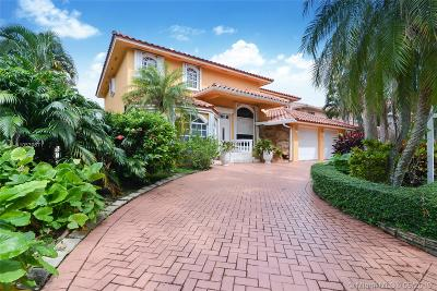Miami Lakes Single Family Home For Sale: 8015 NW 162nd St