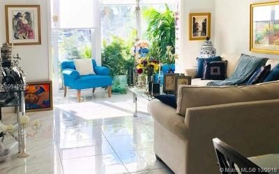 Hollywood Condo For Sale: 4001 Hillcrest Dr #115