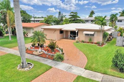 Hallandale Single Family Home For Sale: 1113 NE 8th St