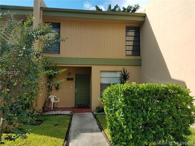 Pembroke Pines Single Family Home For Sale: 9240 NW 14 St