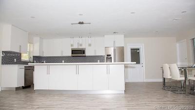 Hollywood Single Family Home For Sale: 1059 Washington St
