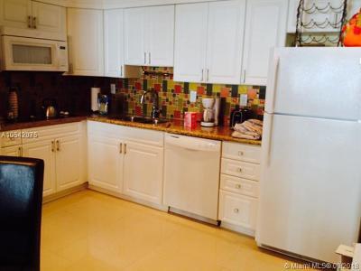 Sunny Isles Beach Condo For Sale: 19380 Collins Ave #701