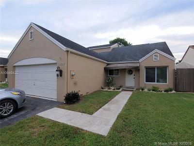 Hialeah Single Family Home For Sale: 19134 NW 80th Ct