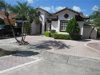 Miami Lakes Single Family Home For Sale: 8945 NW 148th St