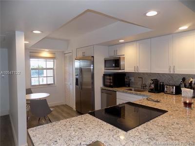 Pompano Beach Condo For Sale: 3499 Oaks Way #507
