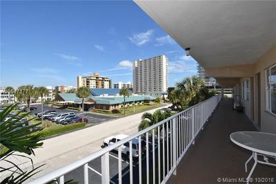 Pompano Beach Condo For Sale: 3200 NE 7th Ct #305A