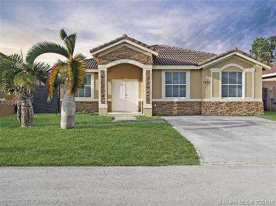 Hialeah Single Family Home For Sale: 7853 NW 194th Ter