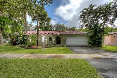 Miami Lakes Single Family Home Active With Contract: 15131 Menteith Pl