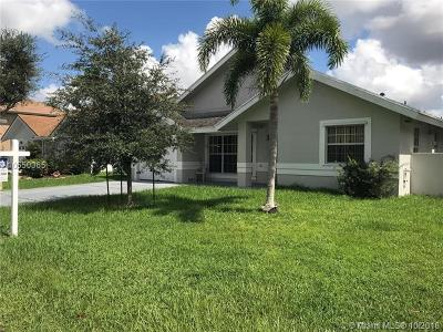 Pembroke Pines Single Family Home For Sale: 631 NW 207th Ave