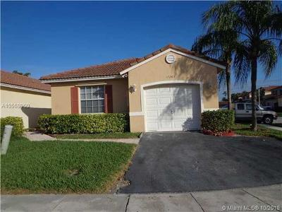 Pembroke Pines Single Family Home For Sale: 17203 NW 6th Ct