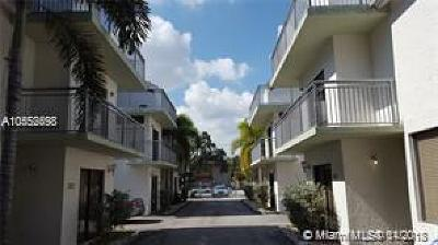 Grape Tree Condo, Grape Tree Townhouse Cond Condo For Sale: 3133 SW 27th Ave #3133