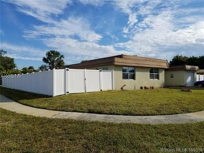Tamarac Single Family Home For Sale: 6971 NW 84th St