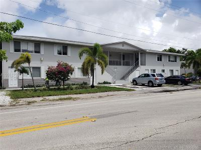Broward County Multi Family Home For Sale: 825 NE 6th St