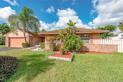 Davie Single Family Home For Sale: 14550 Greenbriar Pl
