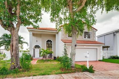 Davie Single Family Home For Sale: 600 Lakeshore Ter