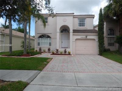 Pembroke Pines Single Family Home For Sale: 15643 NW 12th Rd