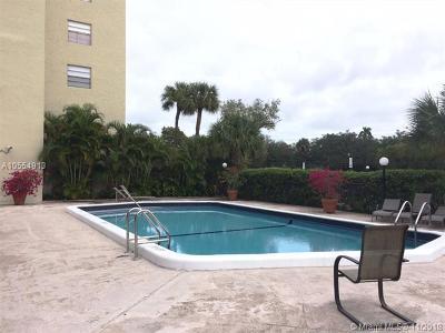 North Miami Beach Condo For Sale: 16950 W Dixie Hwy #A323