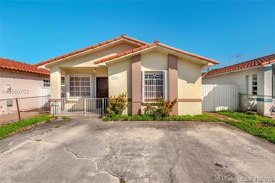 Hialeah Single Family Home For Sale: 2627 W 74th St