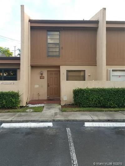 Pembroke Pines Condo For Sale: 9740 NW 10th St #82