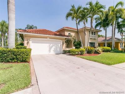 Pembroke Pines Single Family Home For Sale: 520 W Cypress Pointe Dr