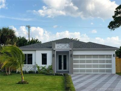 Palm Beach County Single Family Home For Sale: 310 Balsam St
